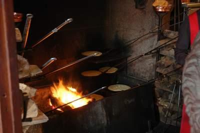 Omelettes cuites à feu ouvert à La Mère Poulard